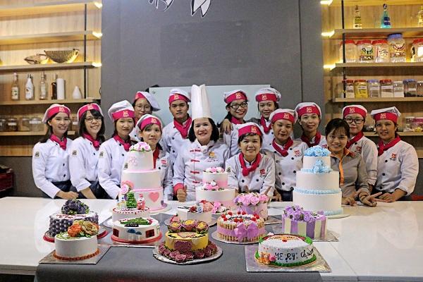 Thực hành làm bánh sinh nhật tại Hà Nội chuyên nghiệp